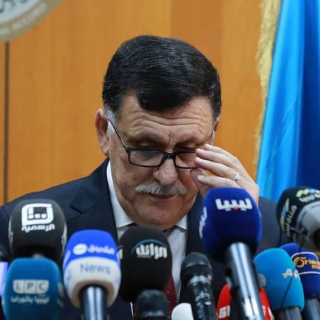 Primeiro-ministro designado pela ONU, Fayez al-Sarraj faz discurso em Trípoli Foto: STRINGER / AFP