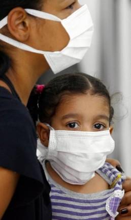 Pacientes com suspeita de terem a gripe Influenza 1 H1N1 no hospital Miguel Couto, na Gávea na zona sul do Rio de Janeiro Foto: Pablo Jacob 06-08-2009 / Agência O Globo