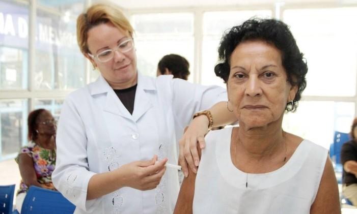 Idosos estão entre o grupo de risco, que tem direito à vacinação gratuita Foto: Divulgação