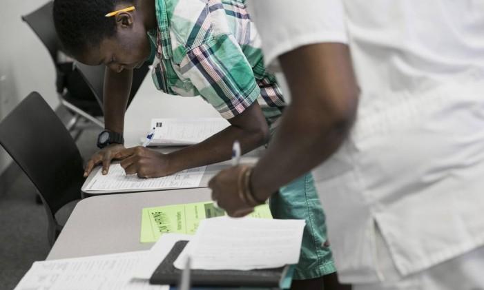 Pedidos de seguro-desemprego aumentam nos EUA, mas mercado se mantém fortalecido Foto: Laura Buckman / Bloomberg