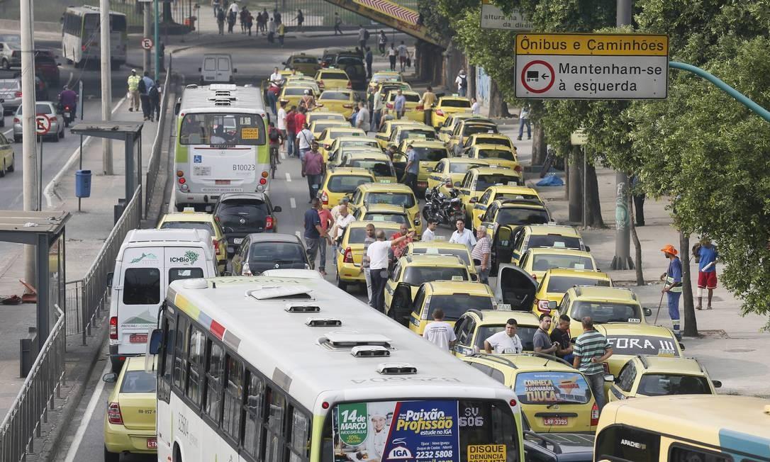Rio ficou em estágio de atenção por seis horas e meia devido ao ato de taxistas contra Uber