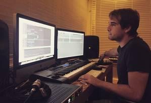 Olin Batista em seu estúdio Foto: Divulgação