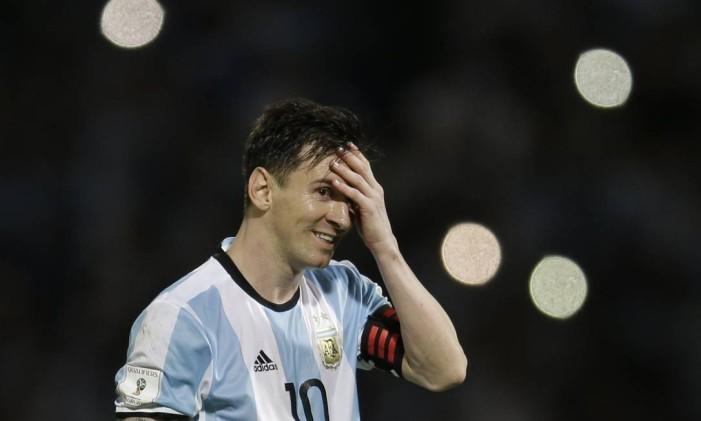 Lionel Messi sorri durante uma partida das eliminatórias da Copa do Mundo de 2018 Foto: Natacha Pisarenko / AP