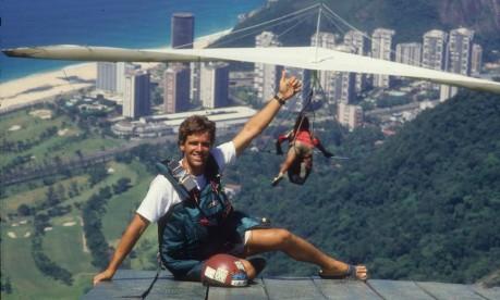 Campeão. Surfista, Pepê tornou-se também atleta de voo livre, que praticava em São Conrado, no Rio Foto: Cezar Loureiro Janeiro/1988 / Agência O Globo