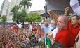 Lula discursa em palanque em Fortaleza