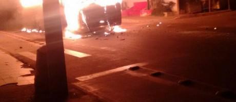 ônibus são incendiados durante manifestação em Magé Foto: Foto de leitor