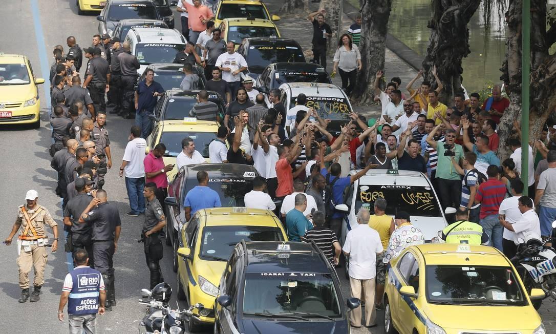 Taxistas ameaçam parar o Rio mais uma vez