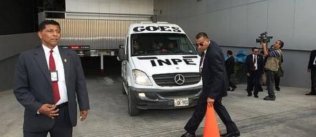 Candidato deixa a prisão e chega a local de debate presidencial Foto: Reprodução