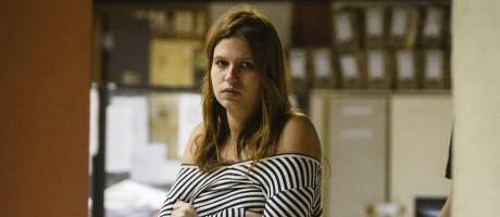 Bianca Nery Fares, que confessou autoria das facadas, na 14ª DP Foto: Fernando Lemos / Agência O Globo