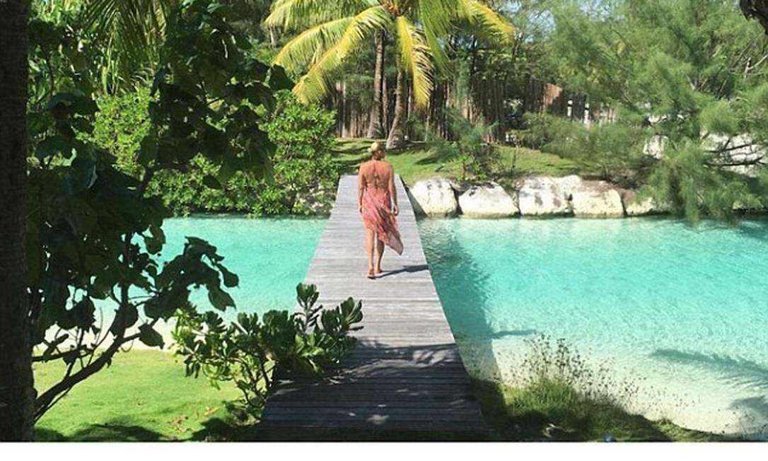 Neste clique, Yolanda exibe suas costas malhadas © Yolanda Hadid Instagram