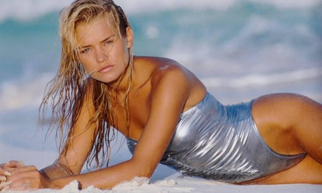 Nos tempos de modelo, Yolanda já exibia suas curvas na praia, como mostra este ensaio da revista italiana 'Grazia' Reprodução Grazia Magazine
