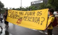 Protesto em frente à Assembleia legislativa para abertura de CPI para investigar e punir a máfia da merenda Foto: Marcos Alves / Agência O Globo 29/03/2016