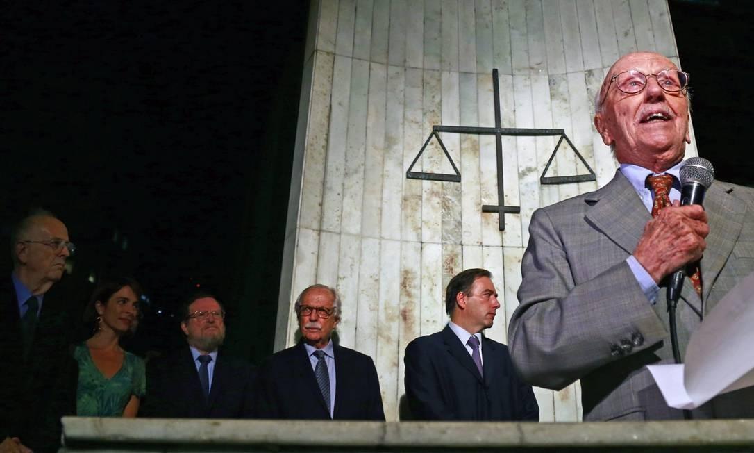 Hélio Bicudo, um dos autores do pedido de impeachment da presidente Dilma Rousseff, em ato na Universidade de São Paulo (USP) Foto: Edilson Dantas / Agência O Globo