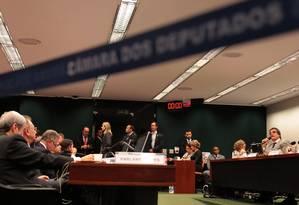 Tática. Durante duas horas de apresentação da defesa da presidente Dilma, José Eduardo Cardozo indicou pontos do processo que poderão ser contestados Foto: Jorge William / Agência O Globo