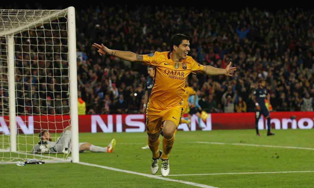 A alegria de Suárez ao marcar o segundo gol do Barcelona na vitória sobre o Atlético de Madrid Albert Gea / REUTERS