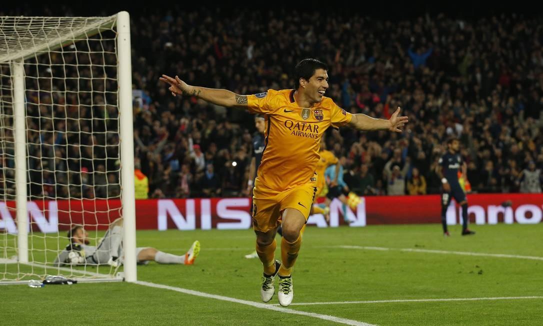 A alegria de Suárez ao marcar o segundo gol do Barcelona na vitória sobre o Atlético de Madrid Foto: Albert Gea / REUTERS