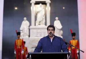 Presidente Nicolás Maduro discursa em frente ao túmulo do herói nacional Simón Bolívar em 9 de março de 2016 Foto: HANDOUT / REUTERS