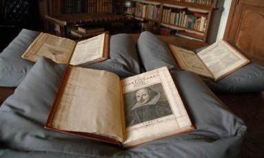 First Folio de Shakespeare reúne coleção de 36 peças do escritor Foto: HO / AFP