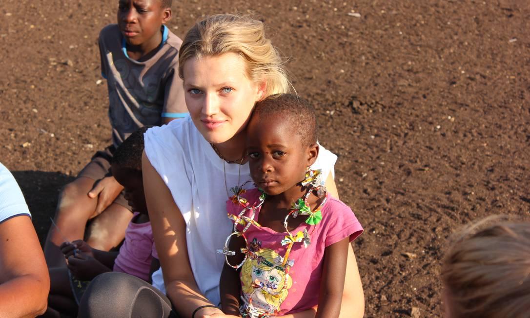 A top alemã Toni Garrn no Zimbábue durante uma missão Arquivo Pessoal