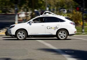 Automóvel autônomo do Google em uma das sedes da companhia, em Mountain View, na Califórnia, em 2013 Foto: David Paul Morris / Bloomberg