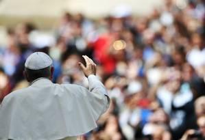 O Papa Francisco pediu respeito aos homossexuais, mas afirmou que uniões entre pessoas do mesmo sexo não devem ser equiparadas ao casamento Foto: TIZIANA FABI / AFP