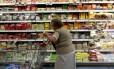 Inflação: consumidora vai às compras