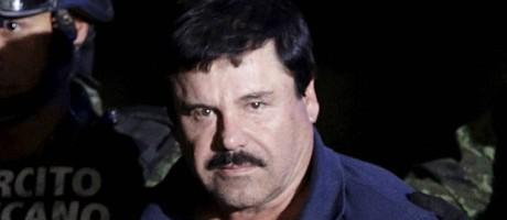 Joaquin 'El Chapo' Guzmán é escoltado por soltados após ser recapturado em janeiro deste ano Foto: HENRY ROMERO / REUTERS