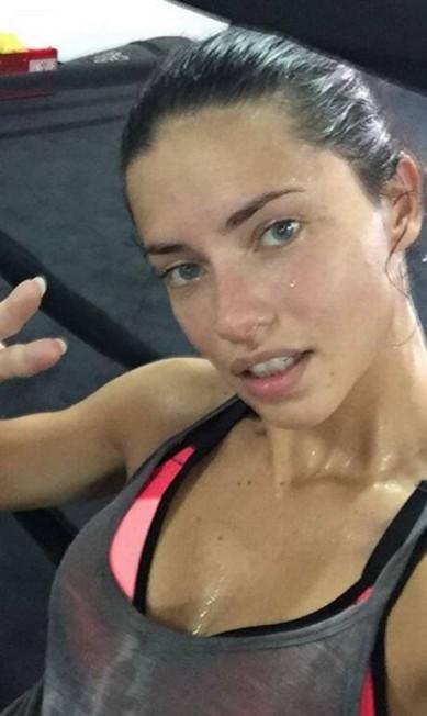 A top Adriana Lima, de 34 anos Reprodução/Instagram/Adriana Lima