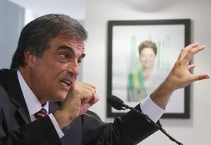 Cardozo diz que relatório agrava 'ilicitude' do impeachment Foto: André Coelho / Agência O Globo