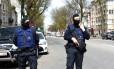 Oficiais da polícia belga em Etterbeek