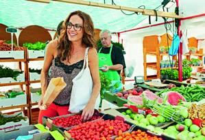 Sarah Wilson: experiência de retirar todo tipo de açúcar da alimentação deixou australiana mais magra, saudável e feliz Foto: Divulgação / Divulgação