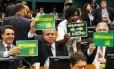 Deputados se reúnem novamente na Câmara dos Deputados para conclusão dos trabalhos da Comissão do Impeachment