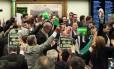 Comissão especial aprova aprecer pelo afastamento da presidente Dilma
