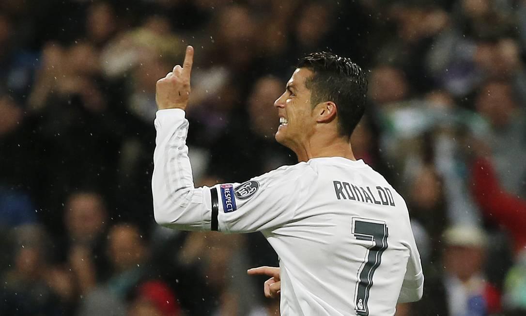 Cristiano Ronaldo comemora o primeiro gol do Real Madrid contra o Wolfsburg Sergio Perez / REUTERS