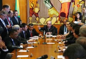 O presidente da Câmara, Eduardo Cunha (PMDB-RJ), conduz reunião de líderes partidários Foto: Ailton de Freitas / Agência O Globo