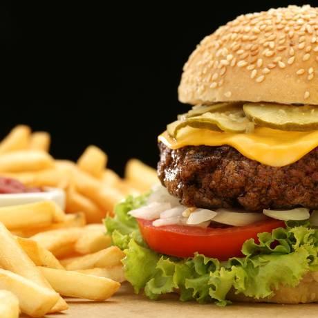 Estudo mostra elevação dos níveis de ftalatos no organismo de pessoas que se alimentam constantemente de fast food Foto: DIVULGAÇÃO