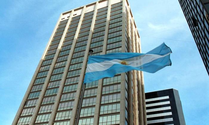 Bandeira argentina tremula em Buenos Aires Foto: DIEGO GIUDICE / BLOOMBERG NEWS