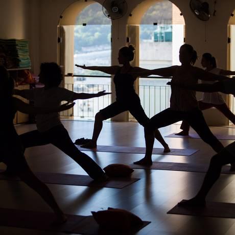 Aula de ioga no estúdio Arte de Viver é uma das formas de alcançar o estado meditativo Foto: Barbara Lopes / Agência O Globo