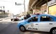 O policiamento na Avenida Dom Helder Câmara, nos acessos ao Jacarezinho