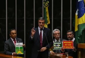 O ministro da AGU, José Eduardo Cardozo, faz a defesa do impeachment da presidente Dilma Rousseff Foto: Ailton Freitas / Agência O Globo