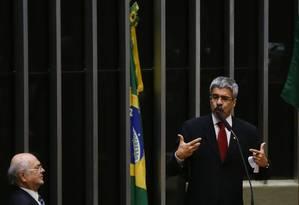 O deputado Luiz Sérgio faz a defesa da presidente Dilma Rousseff Foto: Ailton Freitas / Agência O Globo