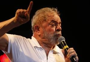 Ex-presidente Luiz Inácio Lula da Silva em ato dos artistas contra o impeachment no Rio Foto: Domingos Peixoto (11-04-2016) / Agência O Globo