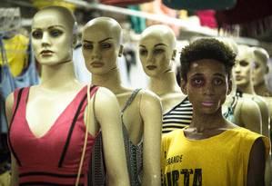 """""""Juntei 'black' com 'diva' e pus um ípsilon. Minha persona negra e diva, uma diva da favela"""", diz Blackyva, performer da Rocinha Foto: Fernando Lemos / Agência O Globo"""