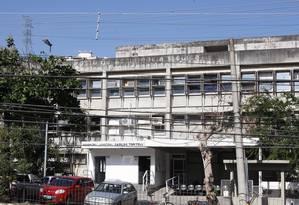 Fachada do Carlos Tortelly: funcionários contratados por ONG não recebem há três meses Foto: Márcio Alves / 21/052013