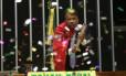Deputado Wladimir Costa dispara rojão de confete no momento de seu discurso