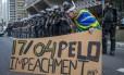 Policiais do Choque chegam na Av. Paulista para acompanhar protestos