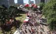 Manifestantes pró Dilma reunidos no Vale do Anhamgabaú
