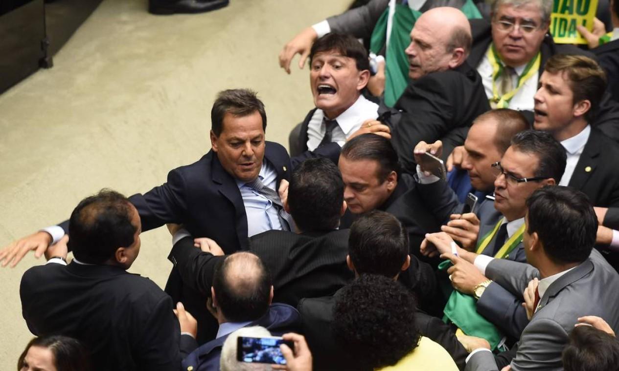 Mesmo antes do início da votação os ânimos já estavam alterados Foto: EVARISTO SA / AFP