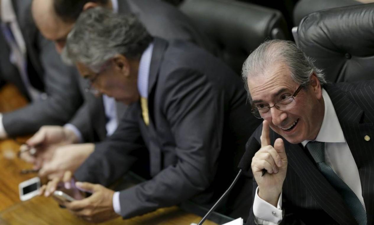 Após a confusão, Eduardo Cunha ordenou que somente os líderes dos partidos permanecessem próximos a bancada da câmara Foto: UESLEI MARCELINO / REUTERS