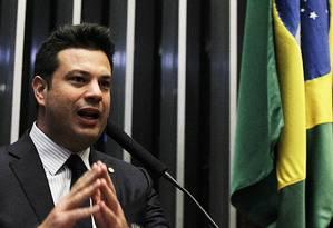 Leonardo Picciani fala pelo PMDB em sessão da Câmara que define autorização para abertura do processo de impeachment da presidente Dilma Foto: Jorge William / Agência O Globo